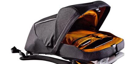 "La ""mochila descapotable"" de The North Face funciona a golpe de botón, no de cremallera"