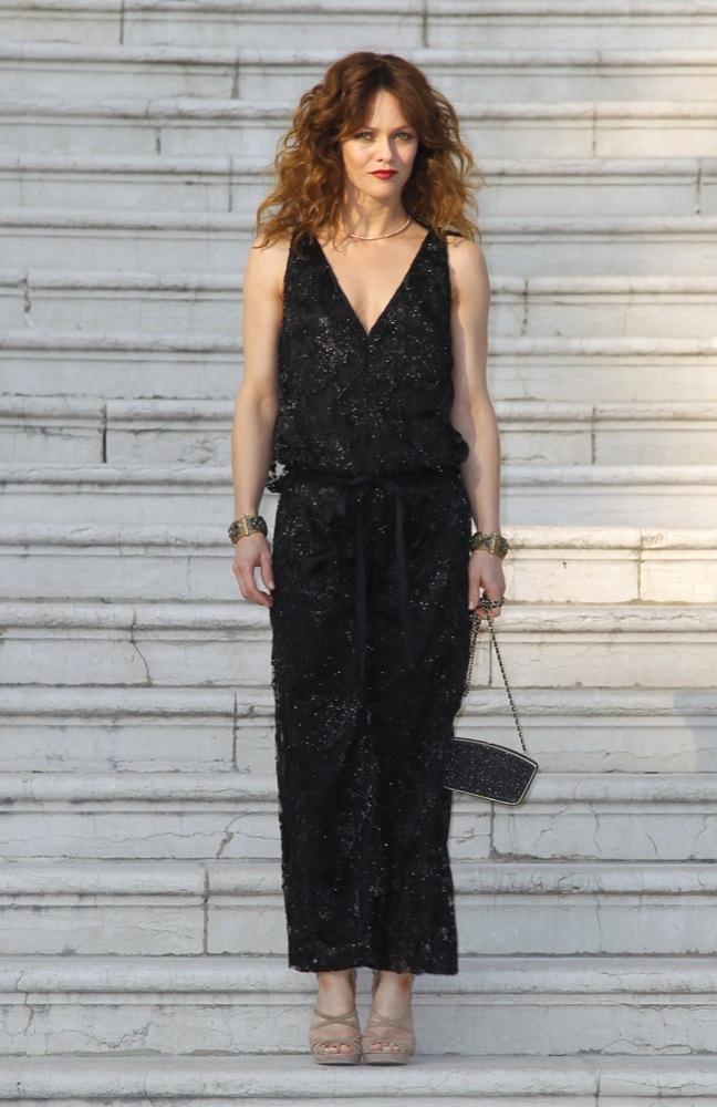 Foto de Las bellezas fieles de Chanel en el front row de la colección Crucero 2012 (1/23)