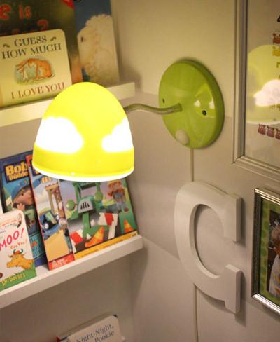 Lámpara y baldas de Ikea