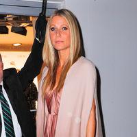 Gwyneth Paltrow luce el perfecto look de Dior que nos pondríamos este sábado para el fiestón de la boda de Marta Ortega