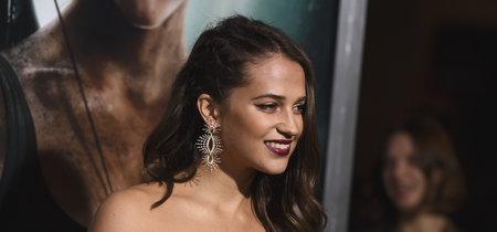 Alicia Vikander y Kate Bosworth irradian estilos muy diferentes en la première de 'Tomb Raider'