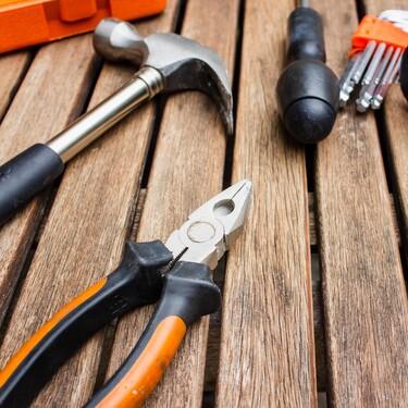 La herramienta básica que necesitas en casa para montar muebles de IKEA (y que merece la pena para mucho más)