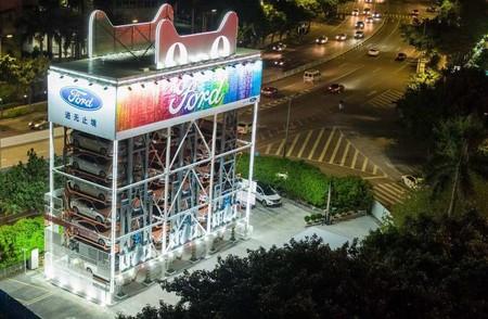 Video: Así es la gigantesca máquina expendedora de autos creada por Ford y Alibaba en China