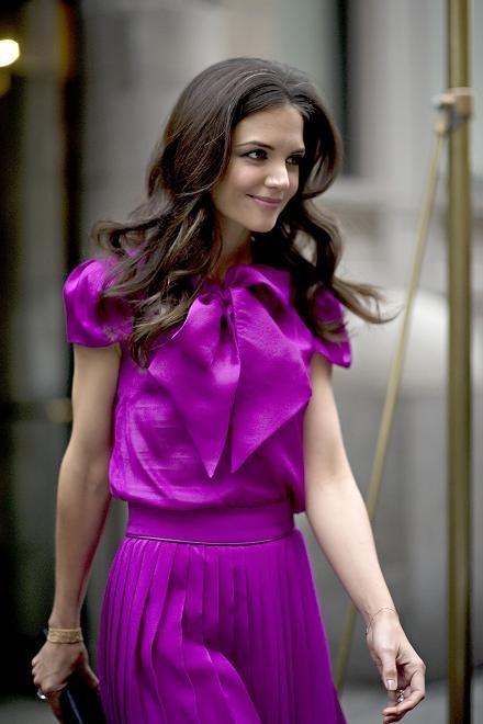 ¡Consigue tu look lila a lo Katie Holmes por mucho menos!