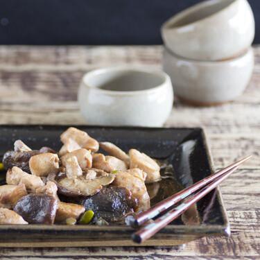 Receta sencilla de pechuga de pollo con setas shiitake, pistachos y cerveza