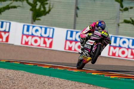 Filip Salac logra su primera pole position en el mundial de motos y bandera negra para Darryn Binder