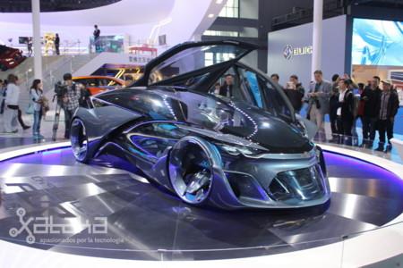 ¿Por qué no debemos emocionarnos demasiado con concept-cars futuristas como el de Chevrolet?