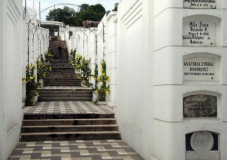 Rutas turísticas en el Cementerio General de Guayaquil