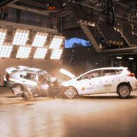 Estremecedor: así quedan en caso de accidente estos dos Toyota Corolla con 17 años de diferencia