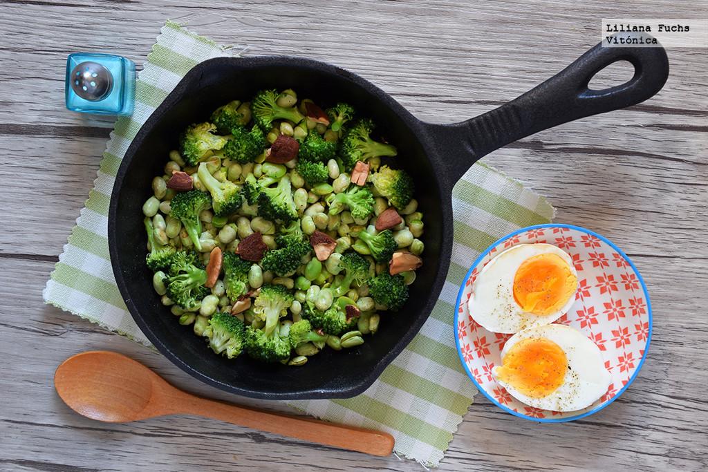 Habas frescas salteadas con brócoli. Receta saludable