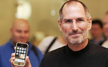 """""""Nah, no lo creo"""": la respuesta de Steve Jobs a la petición de Verizon para tener el iPhone original en su catálogo"""