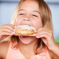 Una mayor ingesta de ultraprocesados en la infancia favorecería la acumulación de grasa en la adultez, según un reciente estudio