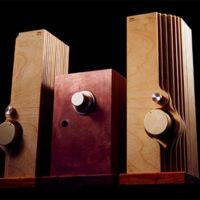 Este peculiar equipo es Bacon, un transmisor de audio inalámbrico para llevarte tu música a otra parte