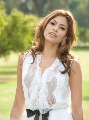 Eva Mendes look transparencias