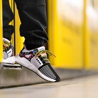 Adidas Originals se inspira en los asientos del metro de Berlin para crear unos sneakers únicos