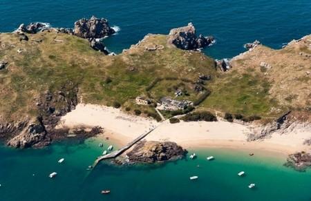 Abre al público, la isla francesa de las miles de bombas de la WW2