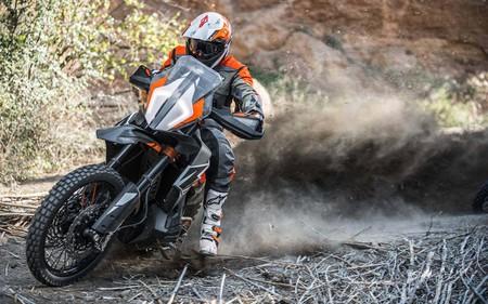Cuidado trail medias: La KTM 790 Adventure R Prototype se luce en este vídeo y dispara las expectativas