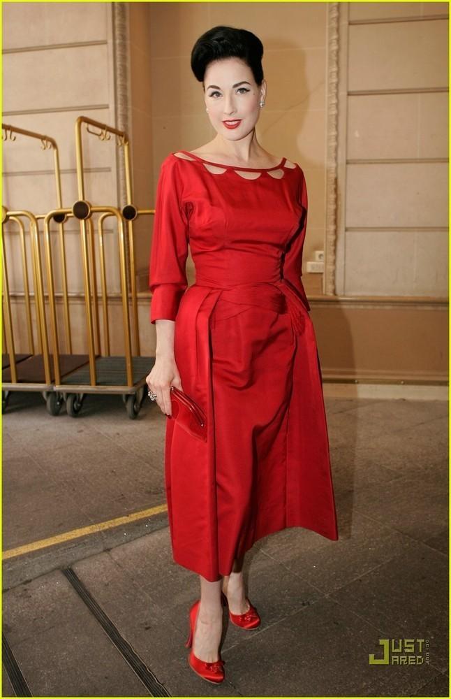 Foto de famosas alta costura paris 2008 (8/11)