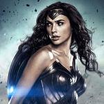 Todo Wonder Woman en Papel en Blanco