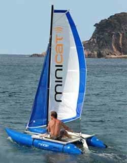 MiniCat: catamarán hinchable que cabe en un bolso