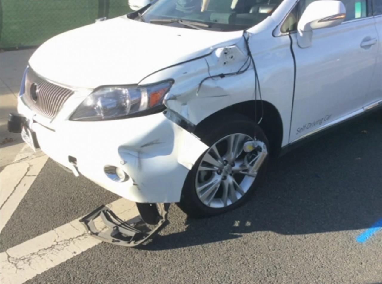 Foto de Coche autónomo de Google en accidente (1/6)