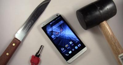 El HTC One se somete a los rayajos de llaves, cuchillos y caídas