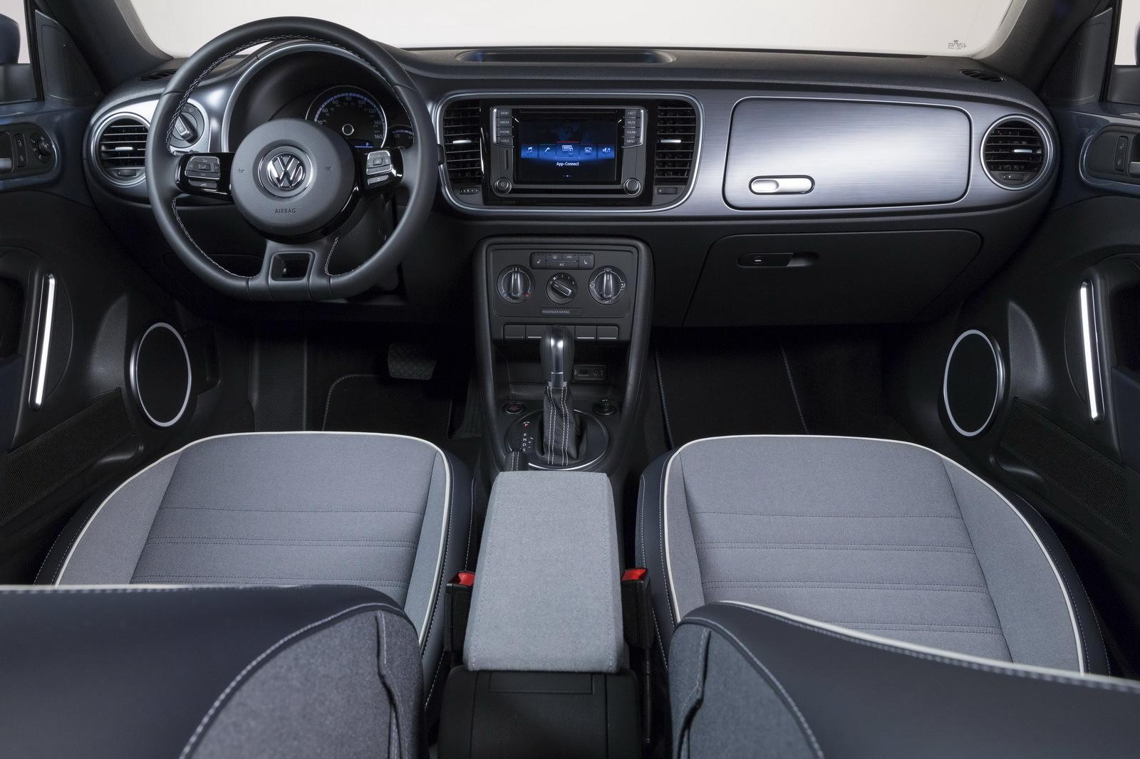Foto de Volkswagen Beetle Cabrio Denim Edition (8/17)