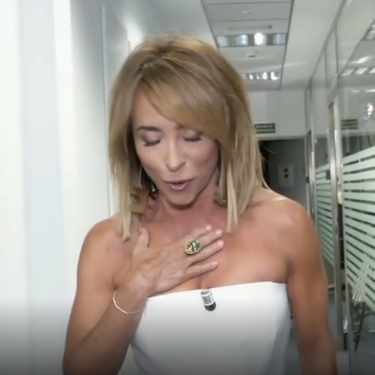 La causa por la que María Patiño apareció en el 'Deluxe' con un arañazo en el pecho: ¡qué perra es mi amiga!