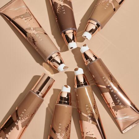Presumir de piel morena sin tomar el sol es posible con el Body Sauce de Fenty Beauty, un maquillaje corporal e iluminador que hemos probado