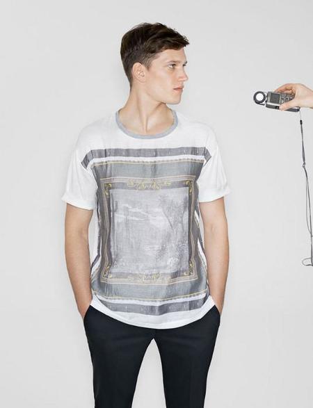 camiseta zara marco gotico