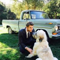 Liam Hemsworth y Dora