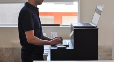 Oristand es una alternativa (de cartón) a las mesas para trabajar de pie que cuesta 25 dólares