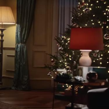 Ellton John protagoniza un spot navideño no tan autobiográfico como todos piensan