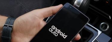 ¿Cómo usar Android en el coche mientras conducimos y sin tocar el móvil?