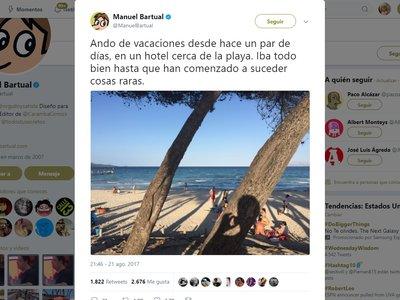 Este hombre está viviendo un thriller durante sus vacaciones en la playa, y lo está contando por Twitter