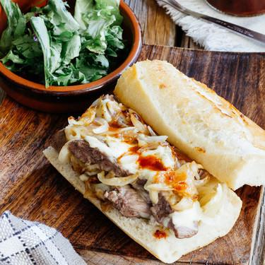 Baguette con carne queso y cebolla. Receta fácil de carne