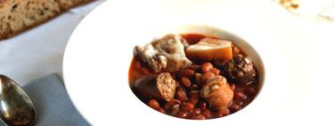 Caparrones coloraos con sus sacramentos, la receta tradicional de cuchara de La Rioja