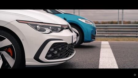 Volkswagen ID.3 vs Golf GTI en una drag race: un insípido vídeo que equipara el coche eléctrico al GTI de referencia