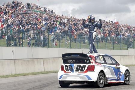 'Topi' Heikkinen logra su primera victoria, Petter Solberg vuelve a ser líder