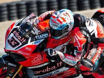 Marco Melandri se hace querer por Ducati y renueva para 2018 con el Aruba.it Racing de SBK