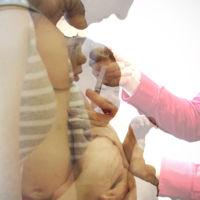 Una enfermera 'antivacunas' descubierta tras fingir inmunizar a cientos de niños