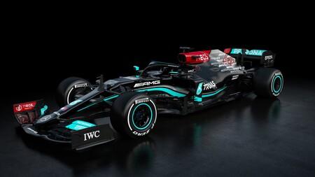 El nuevo Mercedes de Fórmula 1 sigue luciendo de negro contra el racismo aunque deja un hueco al burdeos