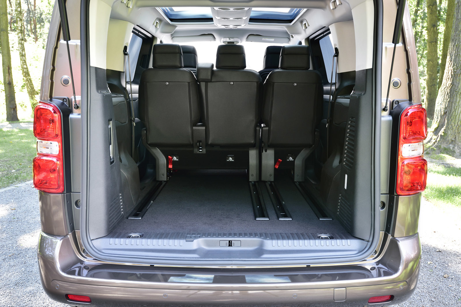 foto de toyota proace verso 73 86. Black Bedroom Furniture Sets. Home Design Ideas