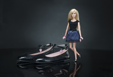 Barbie se baja de los tacones y estrena bailarinas