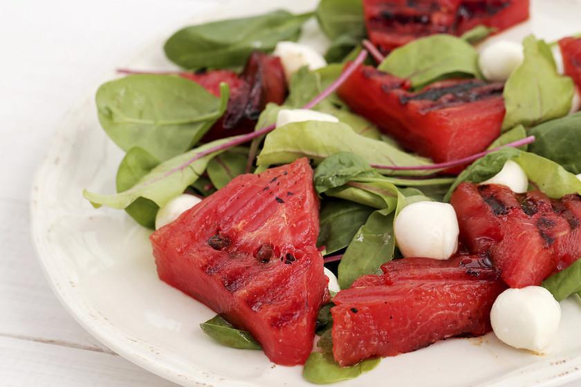Mucho más que carne, pescado y verduras: 11 platos para hacer a la barbacoa