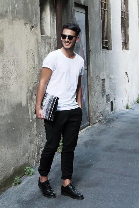 El Mejor Street Style De La Semana La Camiseta Blanca Se Impone Al Look Mas Formal Para El Verano 13
