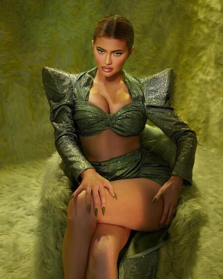 Kylie Jenner viene dispuesta a robarnos la Navidad junto al Grinch y su última colección de maquillaje