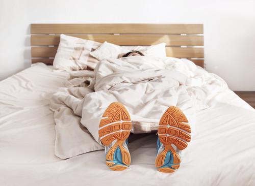 Falta de sueño y mal descanso: dos factores que aumentan el riesgo de sufrir lesiones deportivas