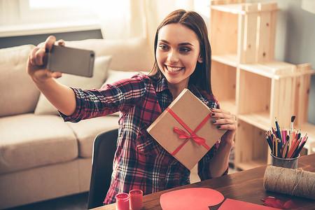 Usa tu smartphone de forma creativa y sorprende al amor de tu vida en San Valentín