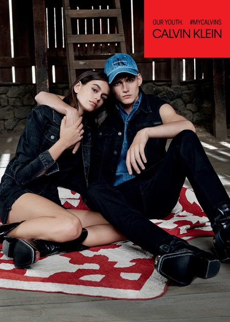 Los hermanos Kaia y Presley Gerber se enfundan en denim para la campaña de Calvin Klein Jeans